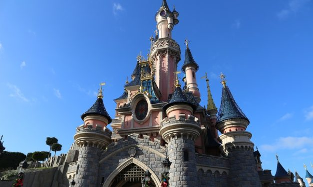Une journée en famille à Disneyland Paris grâce au CE