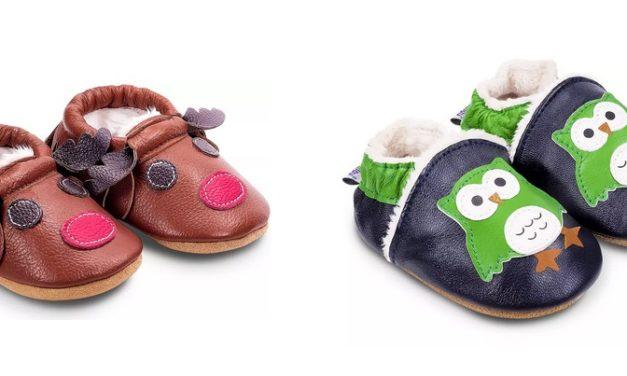 Éviter les chutes de bébé avec des chaussons antidérapants